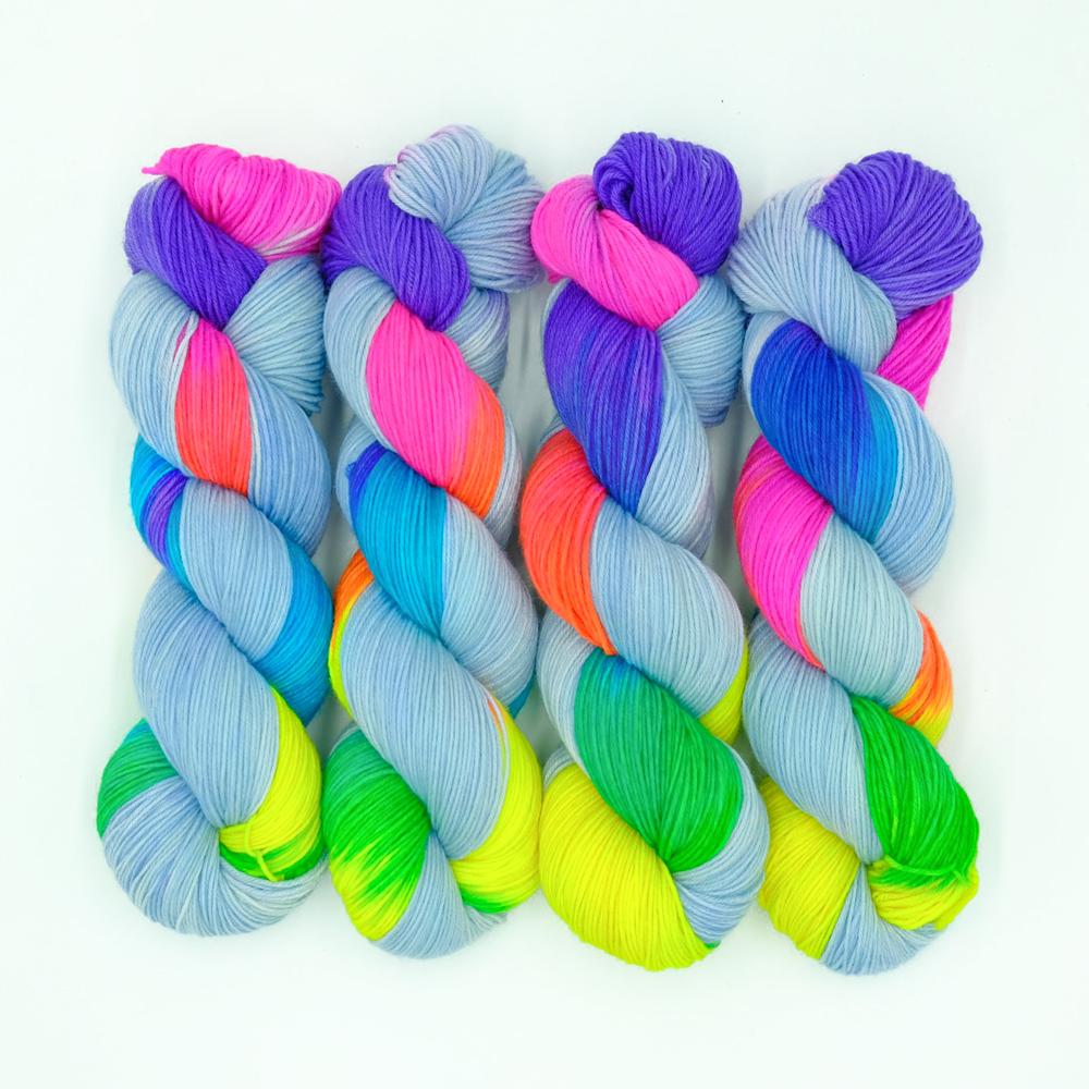 Regenbogen Wolle - Farbularasa - Monatsfärbung
