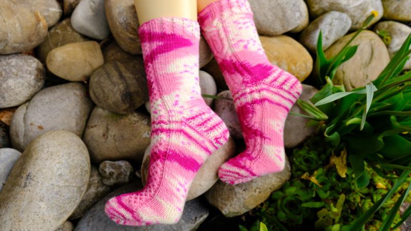 Rosa Spinell - Handgefärbte Wolle - Farbularasa - Monatsfärbung