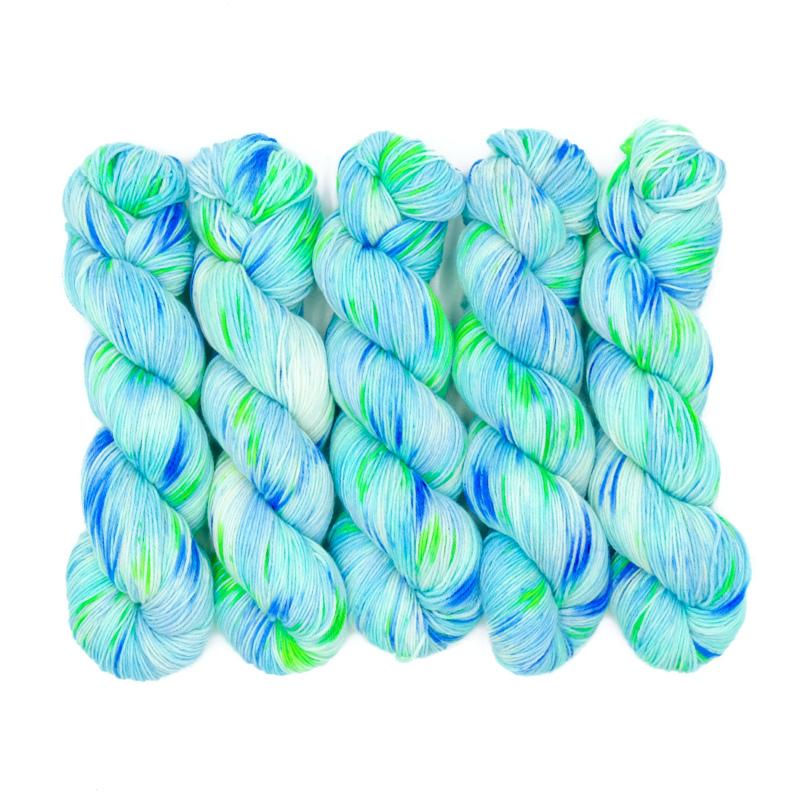 Frische Brise - Handgefärbte Wolle - Farbularasa - Monatsfärbung